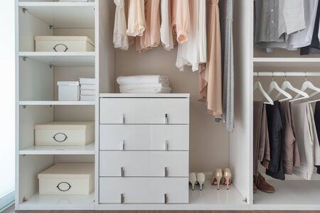 Photo pour modern wardorbe with set of clothes hanging on rail, modern closet interior design concept - image libre de droit