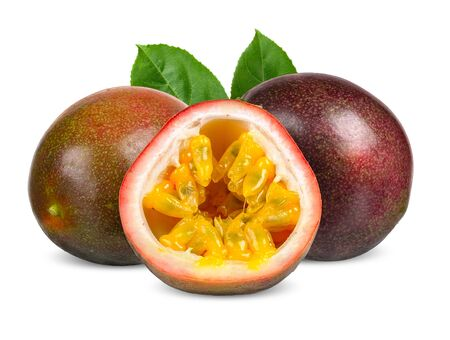 Photo pour Passion fruit and half with leaf isolated clipping path - image libre de droit