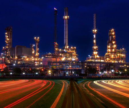 Photo pour beautiful lighting of oil refinery plant in industry estate against blue sky of night - image libre de droit