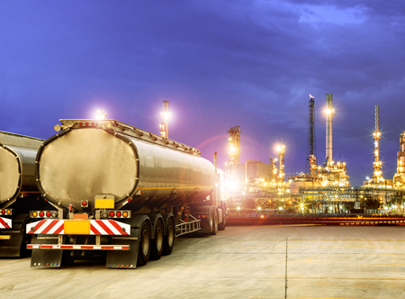 Photo pour oil container truck and beautiful lighting of oil refinery plant  - image libre de droit