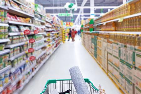 Photo pour photo of shopping cart in supermarket - image libre de droit