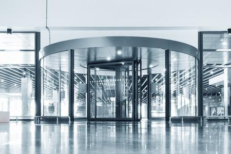 Photo pour Entrance aluminum door, Interior decoration design. - image libre de droit