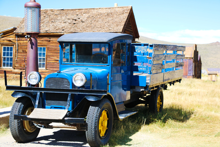 Photo pour Bridgeport California -Living in the Past Lane Annual Festival at Bodie State Park. Old Truck on display. 1927 Dodge Graham near old gas pumps - image libre de droit