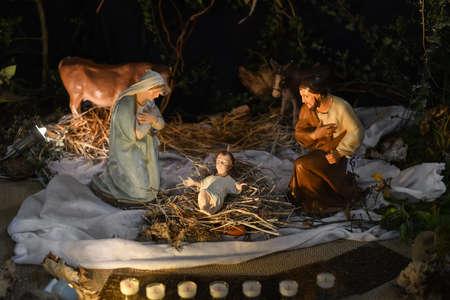 Photo pour Christmas creche with Joseph Mary and small Jesus - image libre de droit