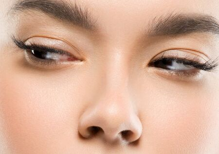 Photo pour Asia beauty woman healthy skin face clean fresh skin spa. Studio shot. Isolated on white. - image libre de droit