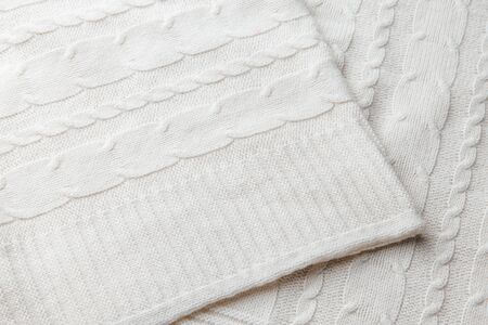 Photo pour Dairy wool knitted fabric with texture. Handwork. - image libre de droit