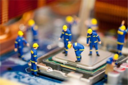 Photo pour Miniature technician repairing computer - image libre de droit