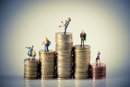 Photo pour Faily budget concept. Miniature family on coins pile. Macro photo - image libre de droit
