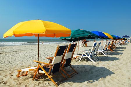 Photo pour Umbrellas on the Grand Strand, Myrtle beach, SC - image libre de droit