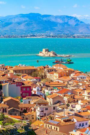 Foto de Nafplio or Nafplion, Greece, Peloponnese old town aerial panorama with sea and Bourtzi fortress - Imagen libre de derechos