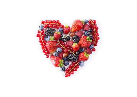 Photo pour Heart shape assorted berry fruits on white background. - image libre de droit