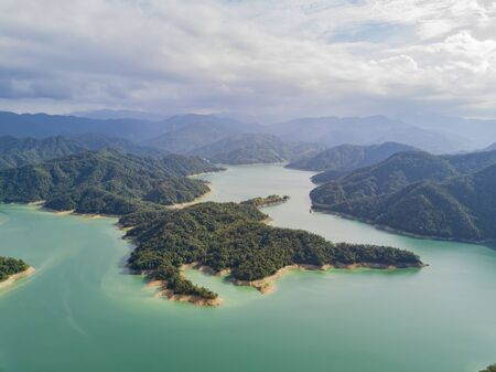 Photo pour Aerial view of the beautiful Crocodile Island, Qiandao Lake at Shiding District, New Taipei City, Taiwan - image libre de droit