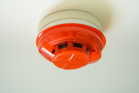 Photo pour fire smoke sensor on ceiling - image libre de droit