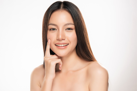 Photo pour Beautiful Young asian Woman with Clean Fresh Skin look. Girl beauty face care. Facial treatment. Cosmetology, beauty and spa. - image libre de droit