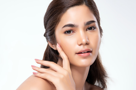Photo pour Beautiful Young asian Woman with Clean Fresh Skin look. Beautiful face and skin. Facial treatment. Cosmetology, beauty and spa. - image libre de droit