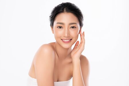 Photo pour Beautiful Young Asian Woman with Clean Fresh Skin. Face care, Facial treatment, Cosmetology, beauty and healthy skin and cosmetic concept, woman beauty skin isolated on white background. - image libre de droit
