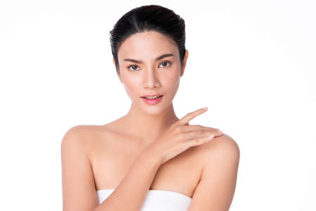 Photo pour Beautiful Young asian Woman with Clean Fresh Skin, on white background, Face care, Facial treatment, Cosmetology, beauty and spa, Asian women portrait - image libre de droit