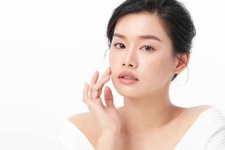 Photo pour Beautiful young asian woman with clean fresh skin on white background, Face care, Facial treatment, Cosmetology, beauty and spa, Asian women portrait. - image libre de droit