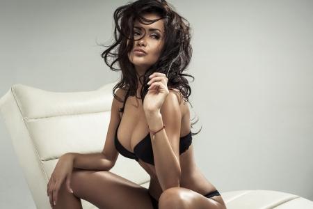 Foto de Portrait of sexy brunette - Imagen libre de derechos