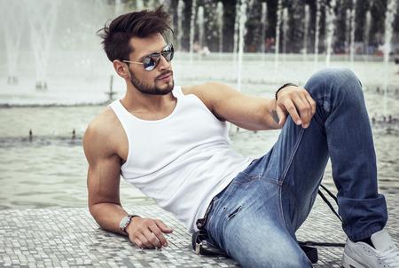 Foto de Sexy model in aviator sunglasses - Imagen libre de derechos