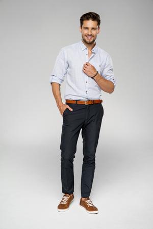 Photo pour Handsome man wear blue shirt and posing in studio - image libre de droit