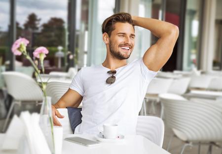 Photo pour Portrait of handsome smiling man - image libre de droit
