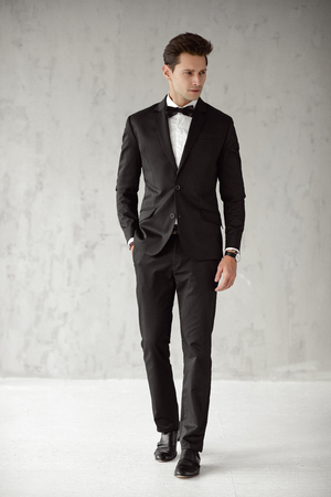 Photo pour Handsome man in black suit - image libre de droit