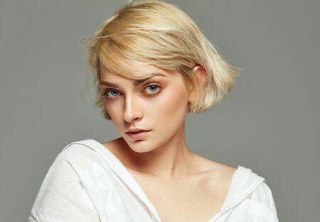 Photo pour Portrait of beautiful blonde woman with short hair - image libre de droit