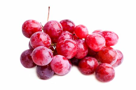 Photo pour Ripe red bunch of grapes isolated on a white background. - image libre de droit