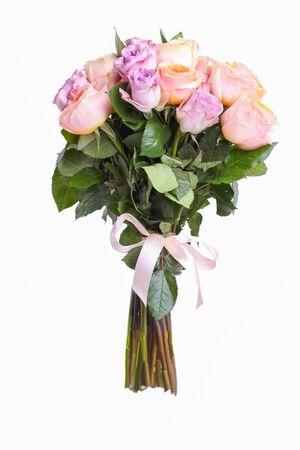 Photo pour A bouquet of hybrid tea roses and floribunda isolated on a white background. - image libre de droit