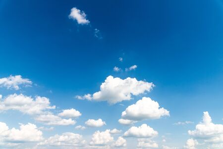 Photo pour blue sky and clouds background - image libre de droit