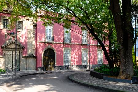 Photo pour Typical art nouveau house at Colonia Roma, a fashionable neighborhood in Mexico City - image libre de droit
