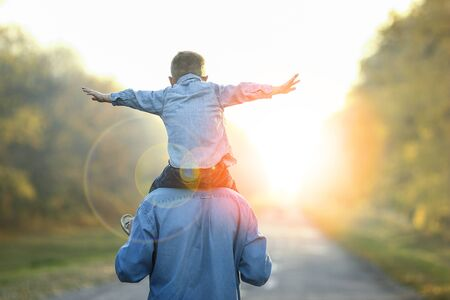 Photo pour happy father and son walk in nature - image libre de droit