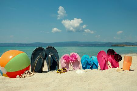 Photo pour Family slippers on the sand on the beachin summer - image libre de droit