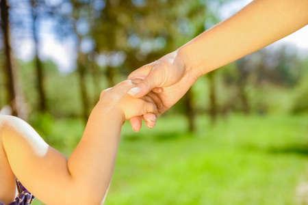 Photo pour hands Happy parents and child outdoors in the park - image libre de droit