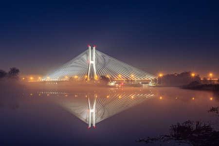 Photo pour Wroclaw Redzinski Bridge over the Odra River, the illuminated bridge is reflected in the water. - image libre de droit