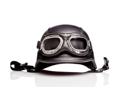 Photo pour old-style us army motorcycle helmet with goggles - image libre de droit