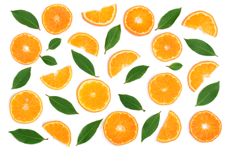 Foto de Slices of orange or tangerine with leaves isolated on white background. Flat lay, top view. Fruit composition. - Imagen libre de derechos