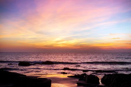 Photo pour Majestic sunset over water. India, Goa. - image libre de droit