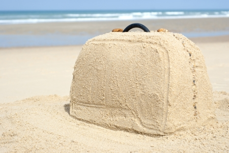 Photo pour Suitcase on remote beach made out of sand. There is loads of space for your writing - image libre de droit