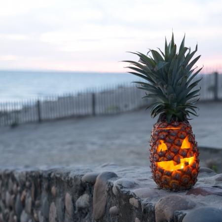 Foto de Tropical Jack O Lantern made out of pinapple - Imagen libre de derechos