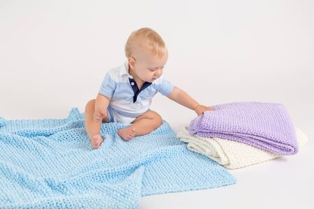 Photo pour Kid with plush colored blankets on the white background - image libre de droit