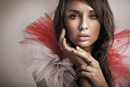 Foto de Portrait of a cute brunette - Imagen libre de derechos