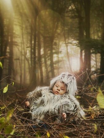 Photo pour Newborn laying in a birds nest - image libre de droit