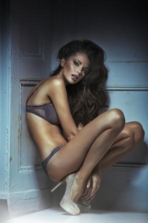 Photo pour Fashion shoot of young sexy woman in sensual lingerie - image libre de droit