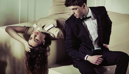 Foto de Alluring lady resting next to her handsome boyfriend - Imagen libre de derechos