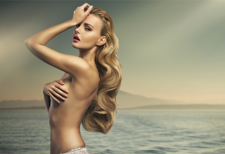 Foto de Great shot of sensual blonde woman - Imagen libre de derechos