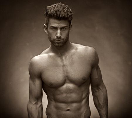 Photo pour Handsome man with muscular torso - image libre de droit