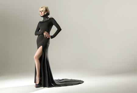 Photo pour Stunning blond woman wearing elegant black gown - image libre de droit