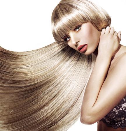 Photo pour Beautiful lady with trendy hairstyle - image libre de droit